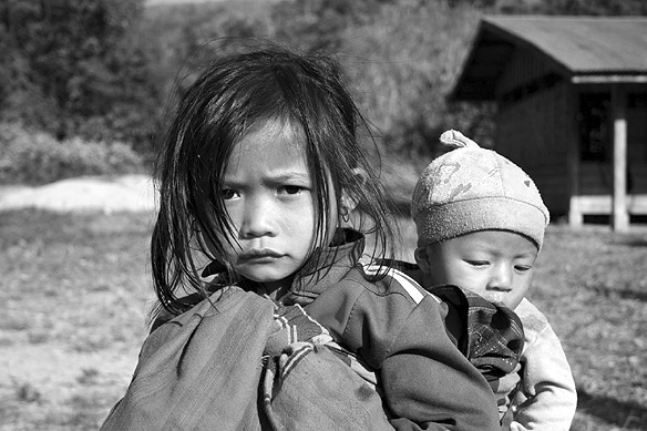 vangvieng_children_bw