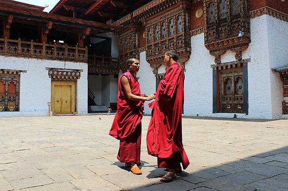 bhutan_monks