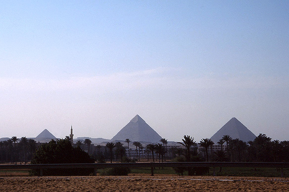 pyramids_giza1