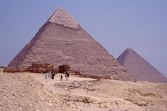 pyramids_giza2