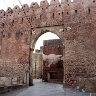 The South Bhadra Gate leads into the Royal Enclosure or Hisar-i-Khas, a rectangular shaped citadel, which once contained palaces, gardens, the royal mosque, and administration buildings.