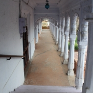 The [now white-washed] corridors of Kotah's piece-de-resistance: the 17th Century Kotah Garh Palace.