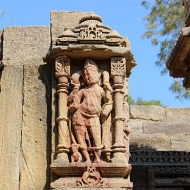 104 shrines devoted to various gods and goddesses of the Hindu pantheon dot the water tank.