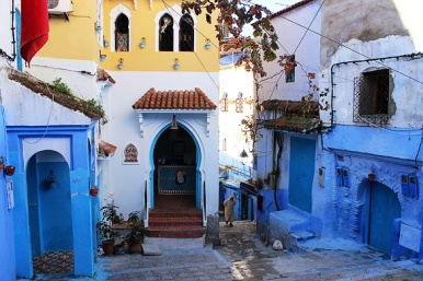 Chefchaouen's distinctive Spanish flavour is because of the Muslim and Jewish refugees who arrived here from Granada in 1494.