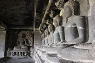 This was my favourite part of Tin Taal. I got goose-bumps just looking at this string of Buddhas in quiet contemplation.